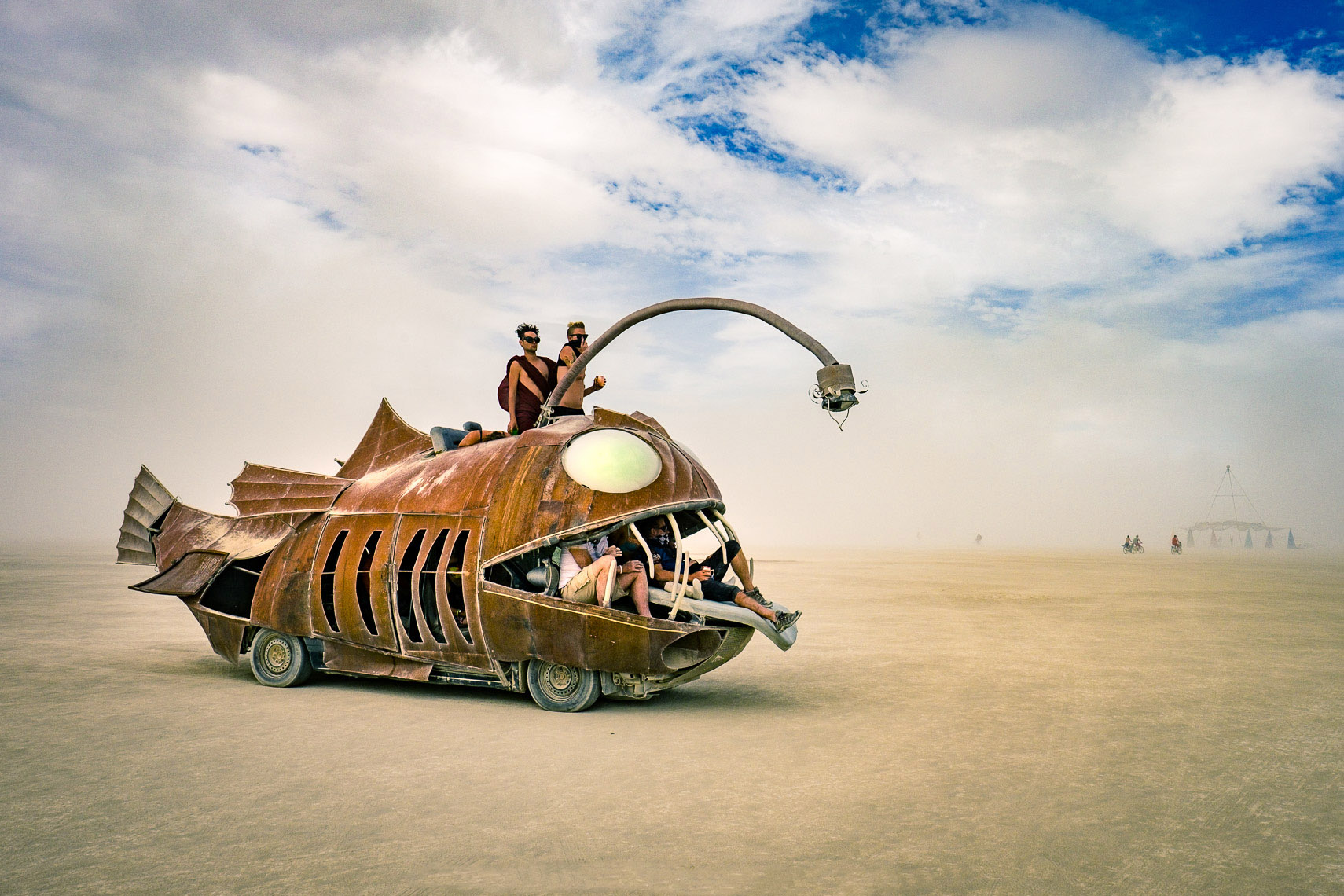 01_BurningMan2016-flame-throwingfish-4721_APF
