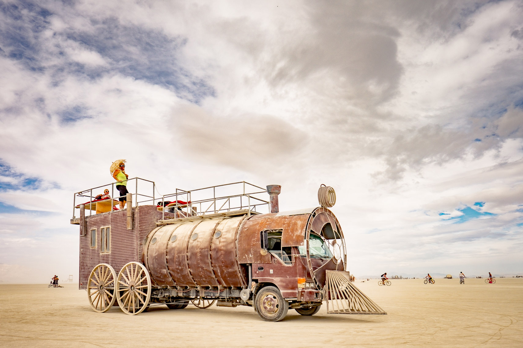 02_BurningMan2016-IronHorselocomotiveartcar-4739_APF