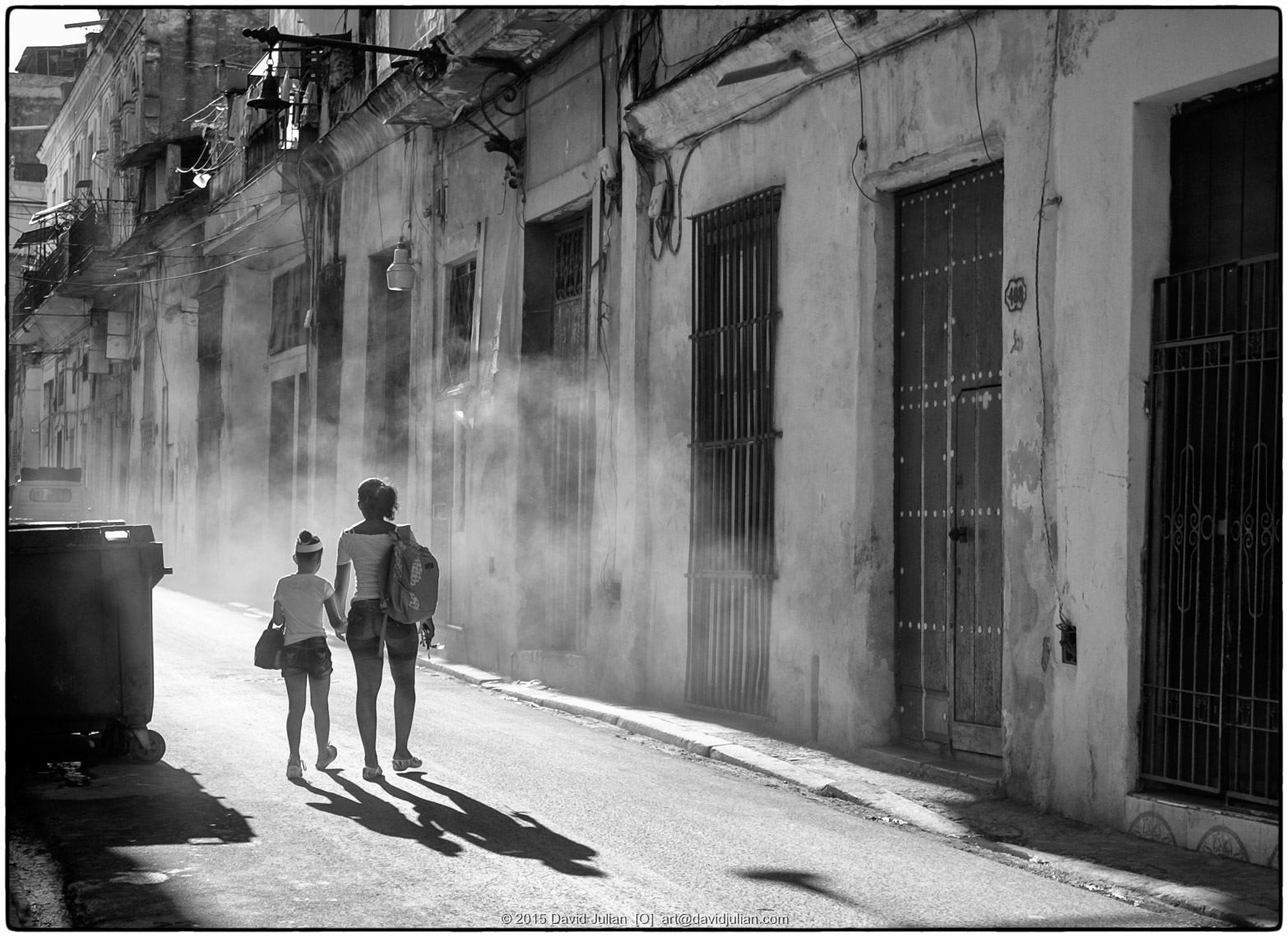 CUBA, Havana-walking-through-exhaust