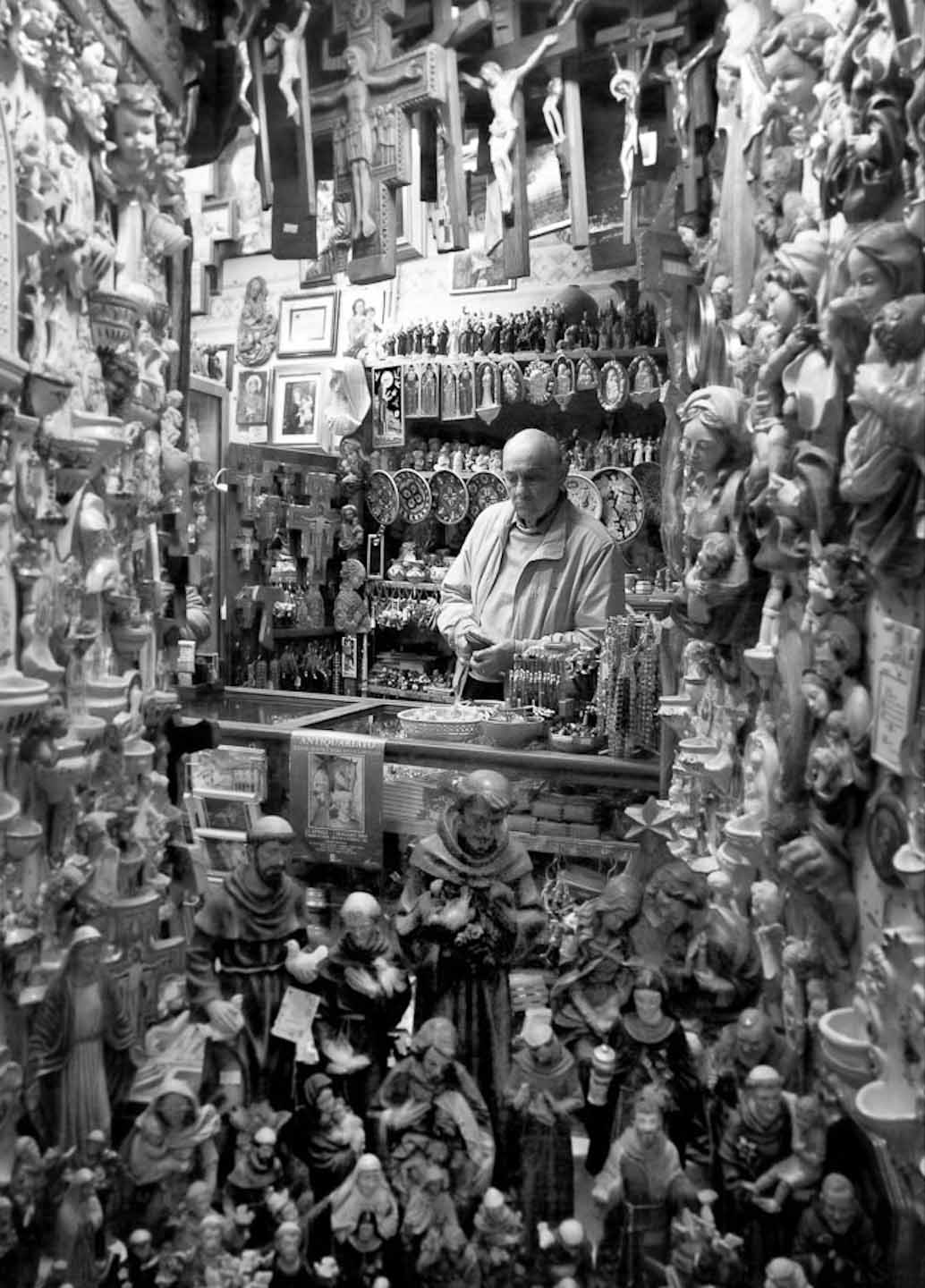 Italy_Trinket shop Assisi 2.jpg