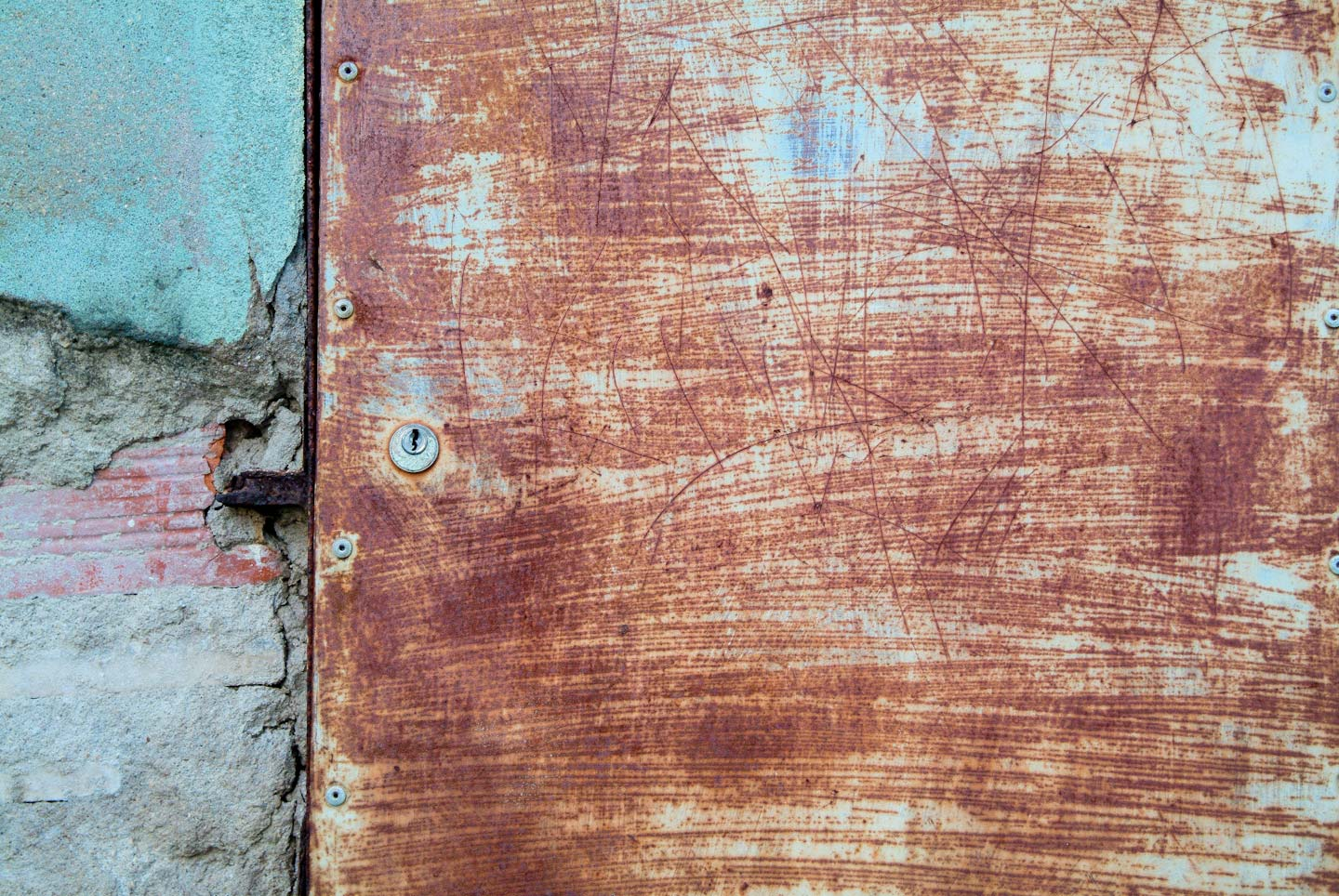 Portugal,_Scratched_Rusty_Door-82.jpg