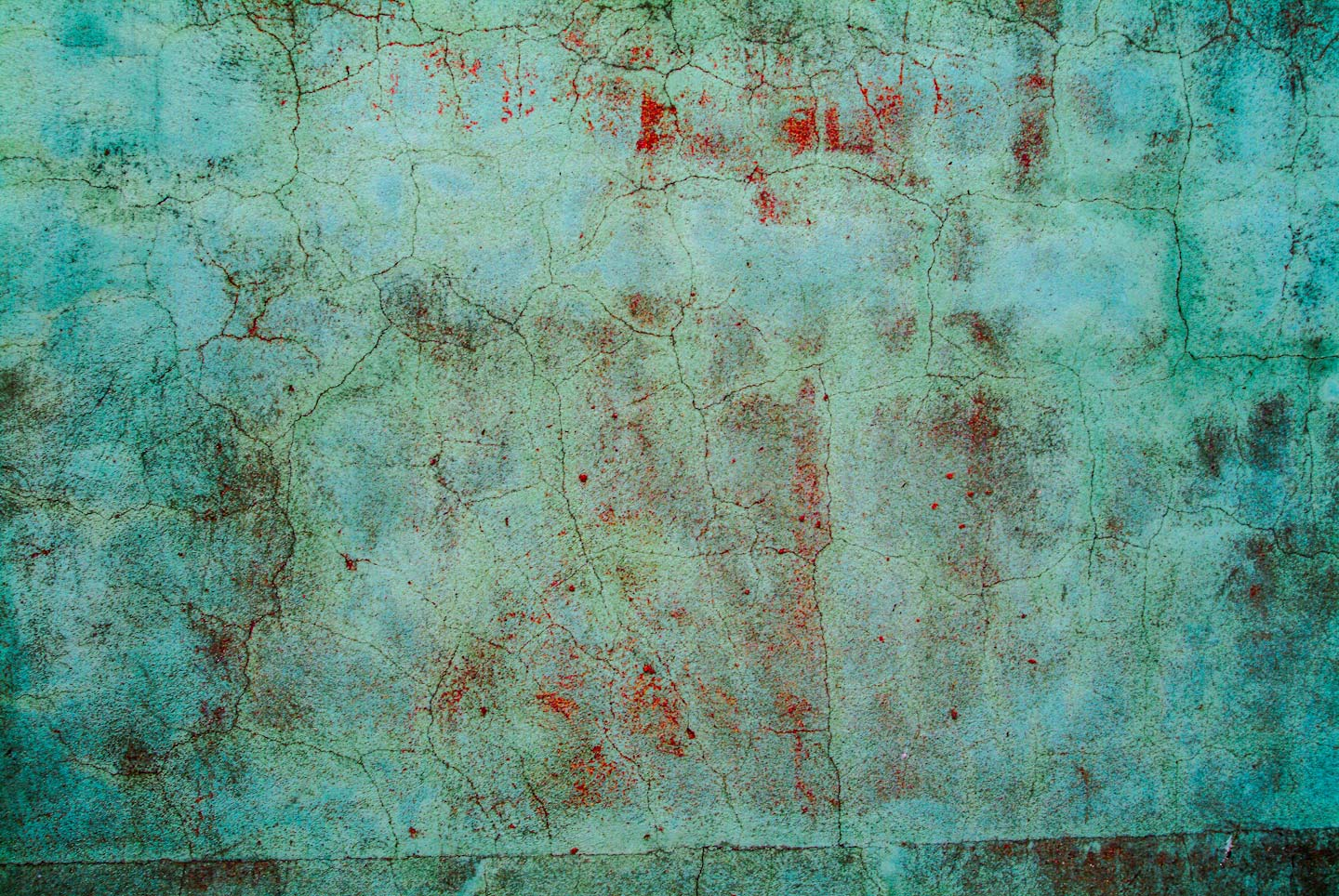 Portugal,_Tevira_green_painted_wall-80.jpg